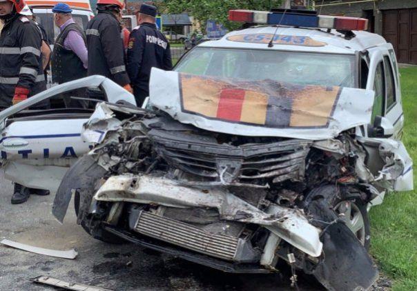 O masina de politie, implicata intr-un accident grav