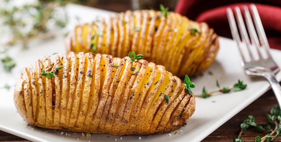 Reteta cartofi noi cu mirodenii si patrunjel