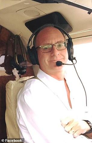Un milionar a violat o minora dupa ce a pus avionul pe pilot automat