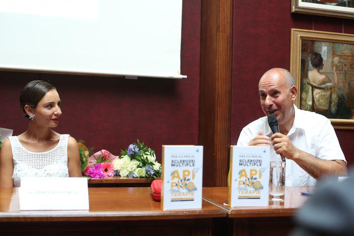 Cartea care salvează vieți. A fost lansată de Dr. Vanessa Youness și Dr. Ștefan Stângaciu