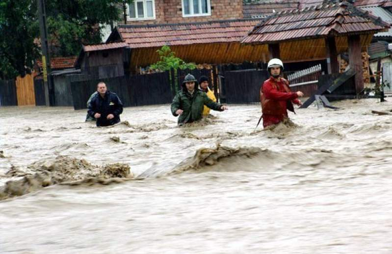 Cod portocaliu de inundații pe mai multe râuri