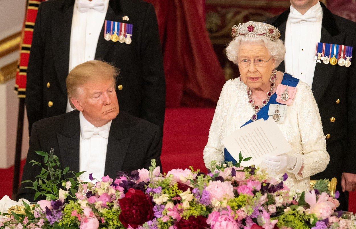 Presedintele Trump a ovationat-o pe Regina Elisabeta