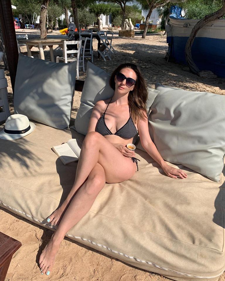 Adela Popescu, super sexy pe plaja