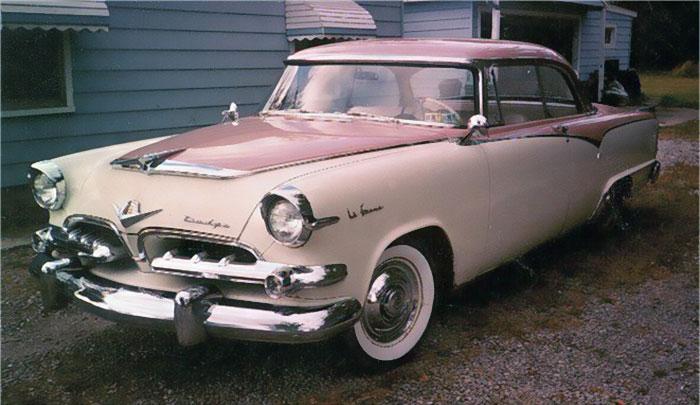 Există o mașină Dodge făcută în anii '50 special pentru femei