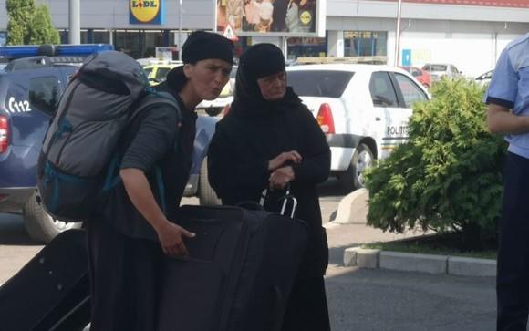 Femeile deghizate în călugărițe