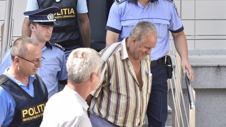 Gheorghe Dinca, zambet malitios la plecarea de la Tribunalul Dolj.