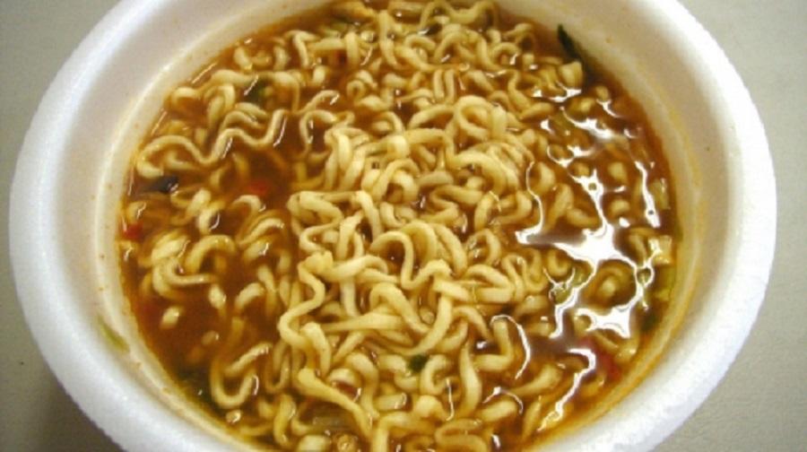 Cat de sanatoasa este, de fapt, supa instant
