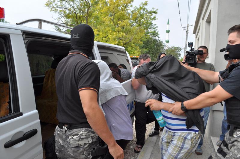 Cinci persoane au fost arestate preventiv