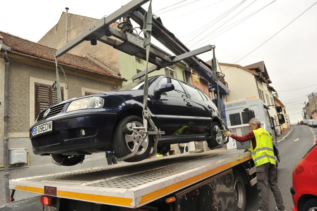 Se începe ridicarea mașinilor parcate neregulamentar în București