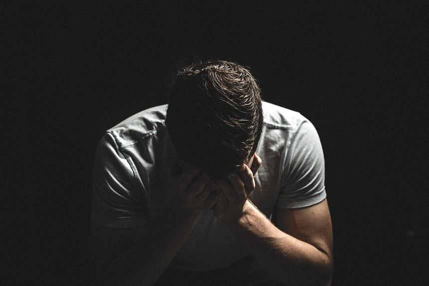 Un tanar a fost abuzat sexual de doua femei