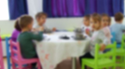 Educatoare de la o cresa din Alba Iulia, inregistrata in timp ce ii insulta pe copii