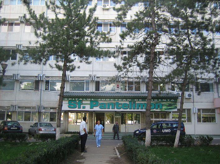 Angajatii ai Spitalului Judetean Focsani,