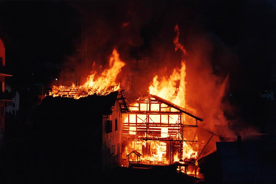 Casă incendiată în stil mafiot