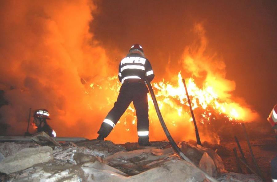 Cinci mașini au ars