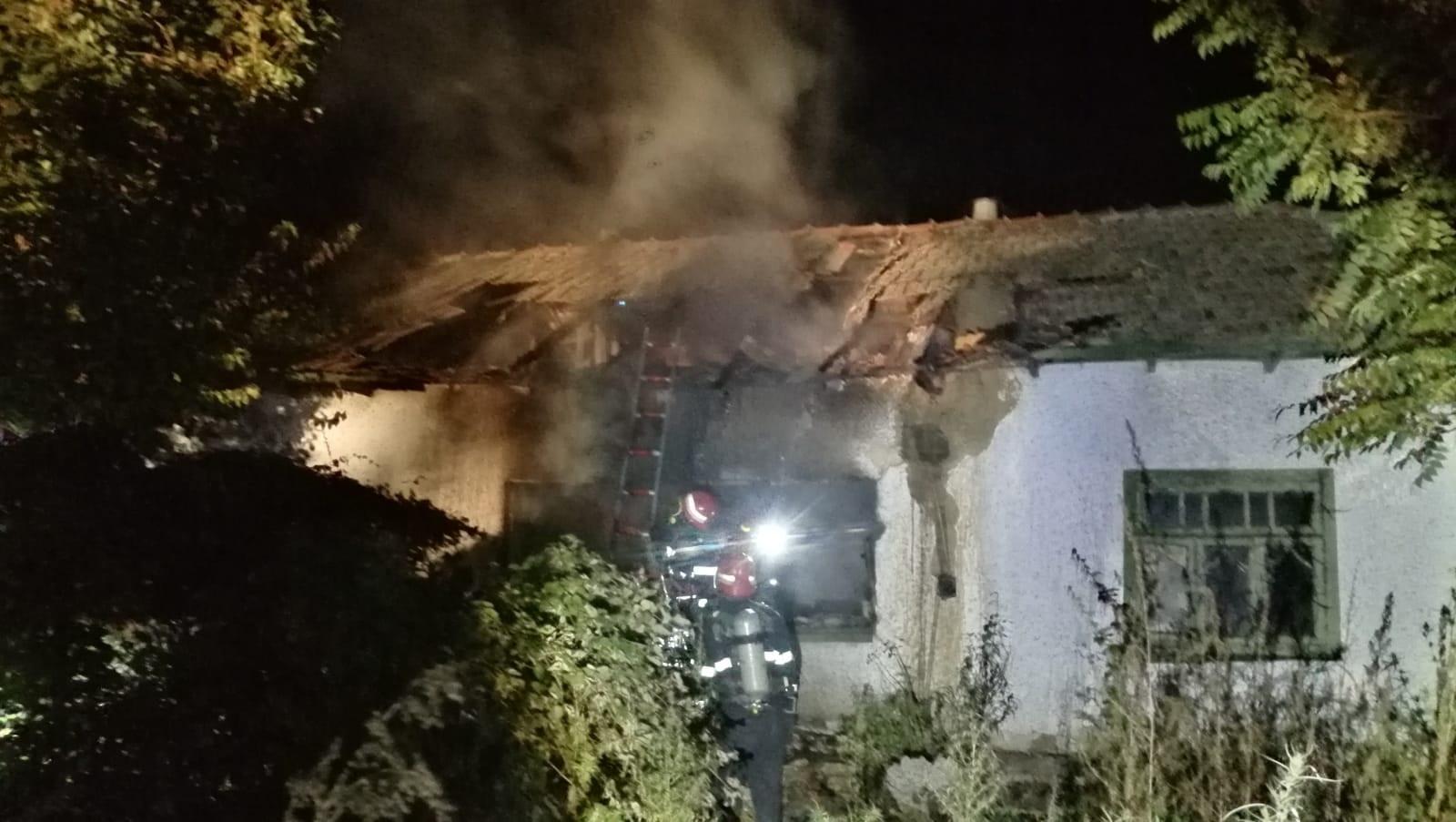 Bărbat de 65 de ani, mort într-un incendiu