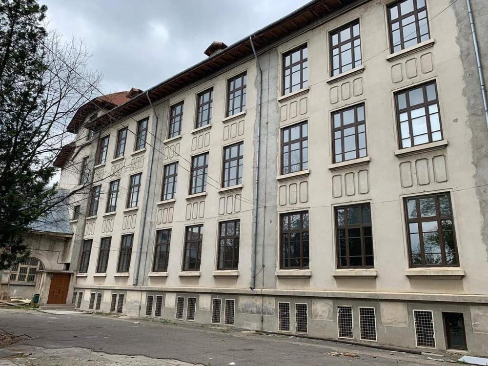Clădirea unui liceu, monument istoric