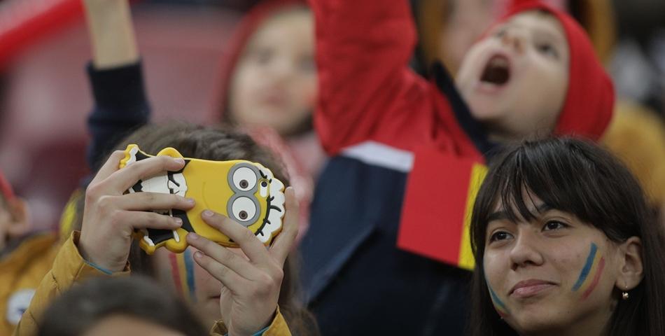 Copiii romani care au participat ieri la meciul Romania - Norvegia