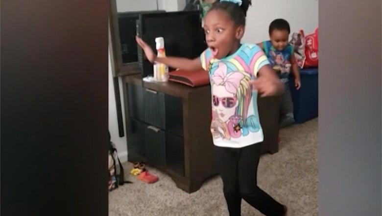 Reacția unei fetițe de 6 ani când merge pentru prima dată
