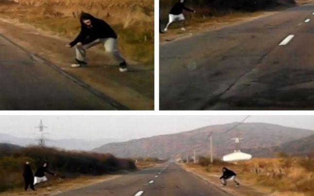 Patru tineri au fost filmati
