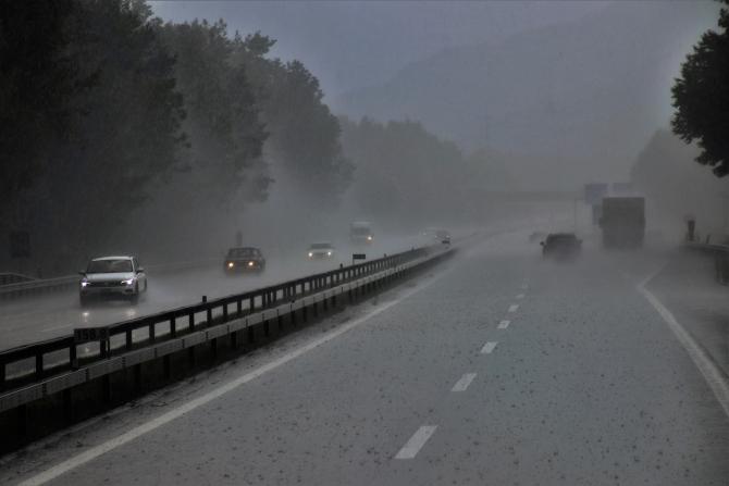 Risc de acvaplanare pe Autostrada București-Pitești
