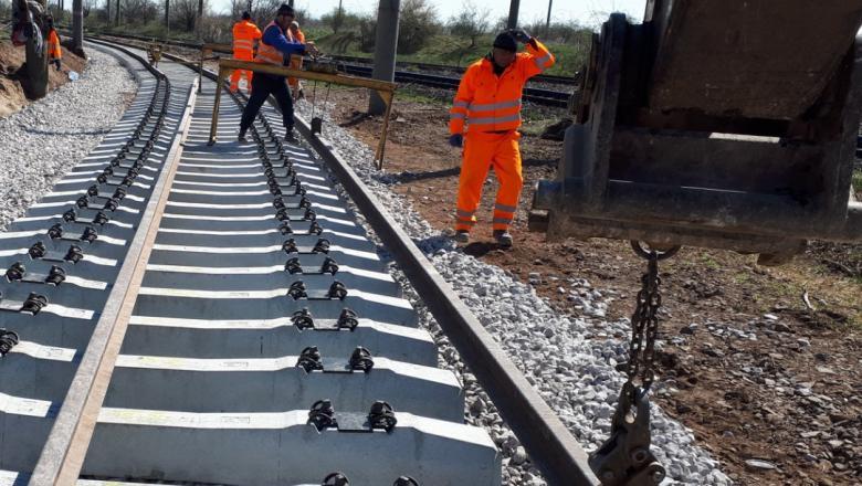 Se lucreaza de zor la calea ferata Bucuresti - Otopeni