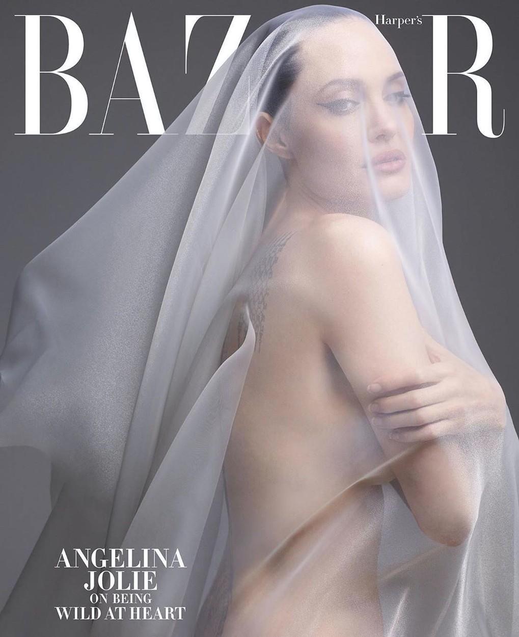 Angelina Jolie a pozat nud