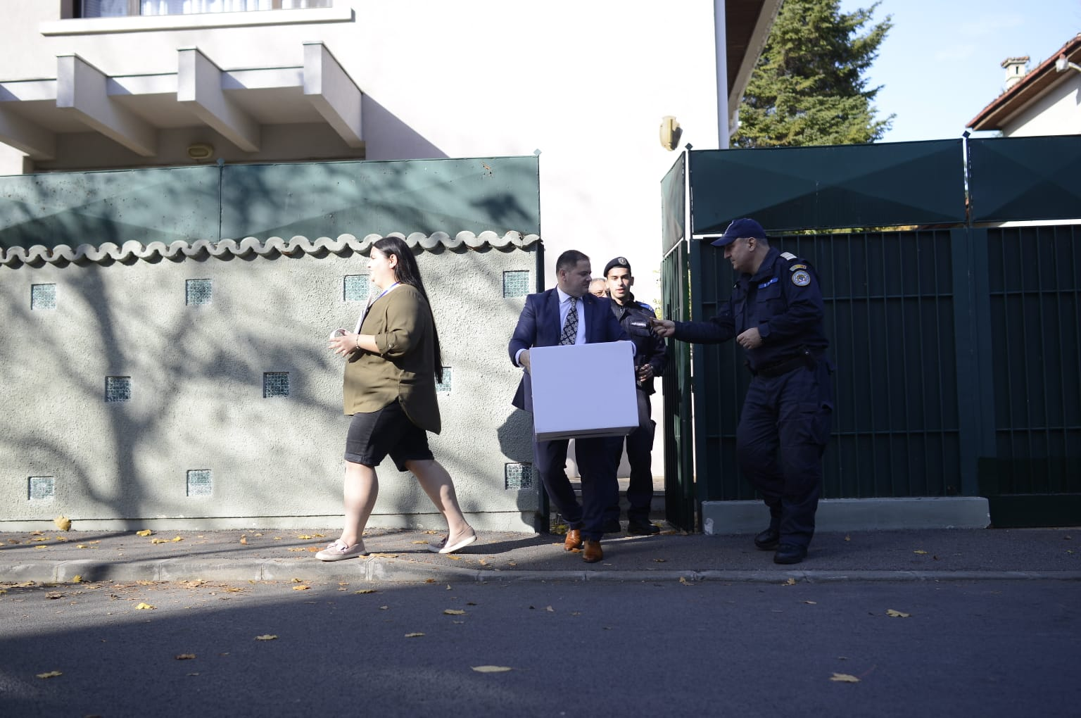 Ion Iliescu nu a ieșit din casă ca să voteze