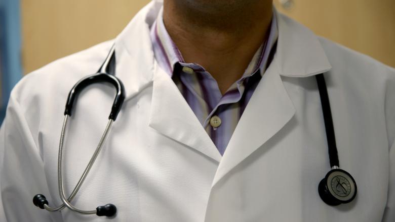 Medic din Timișoara, acuzat că și-a snopit copilul în bătaie