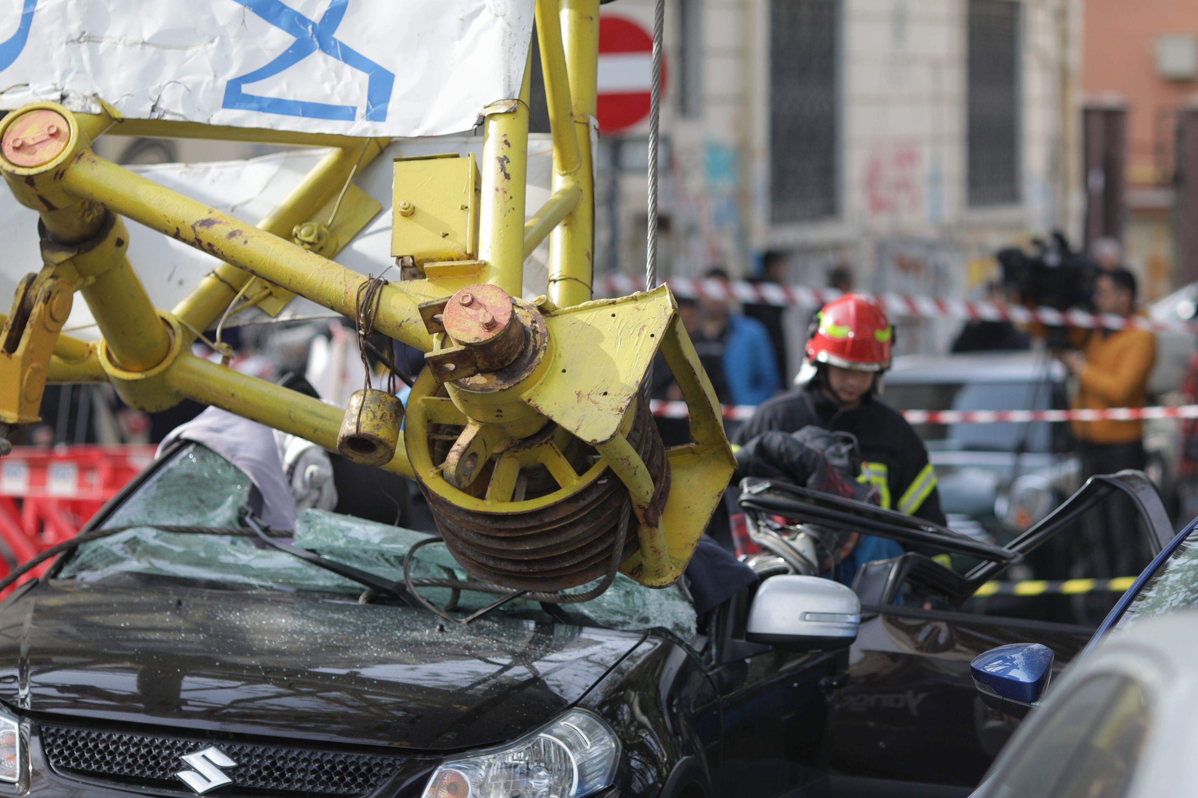 Victima din mașina peste care a căzut brațul macaralei (2)