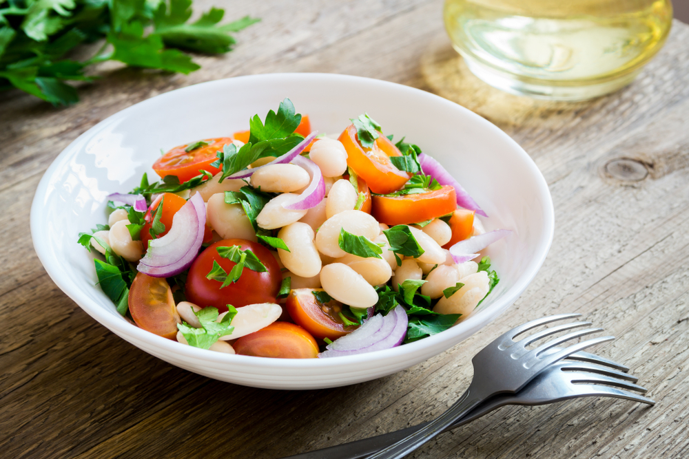 Mâncăruri de post sănătoase- salată de fasole boabe cu legume