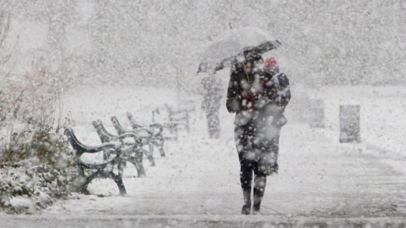 Iarna nu vrea să plece! Ninsori viscolite și vânt puternic în 19 județe din țară