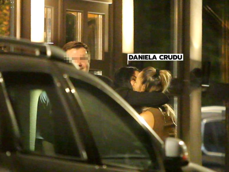 Daniela Crudu și-a sărutat pe gură o prietenă